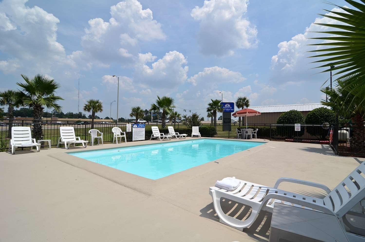 Pool - Americas Best Value Inn Monroe