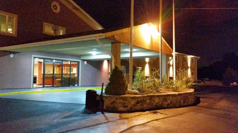 Exterior view - Americas Best Value Inn Foxborough