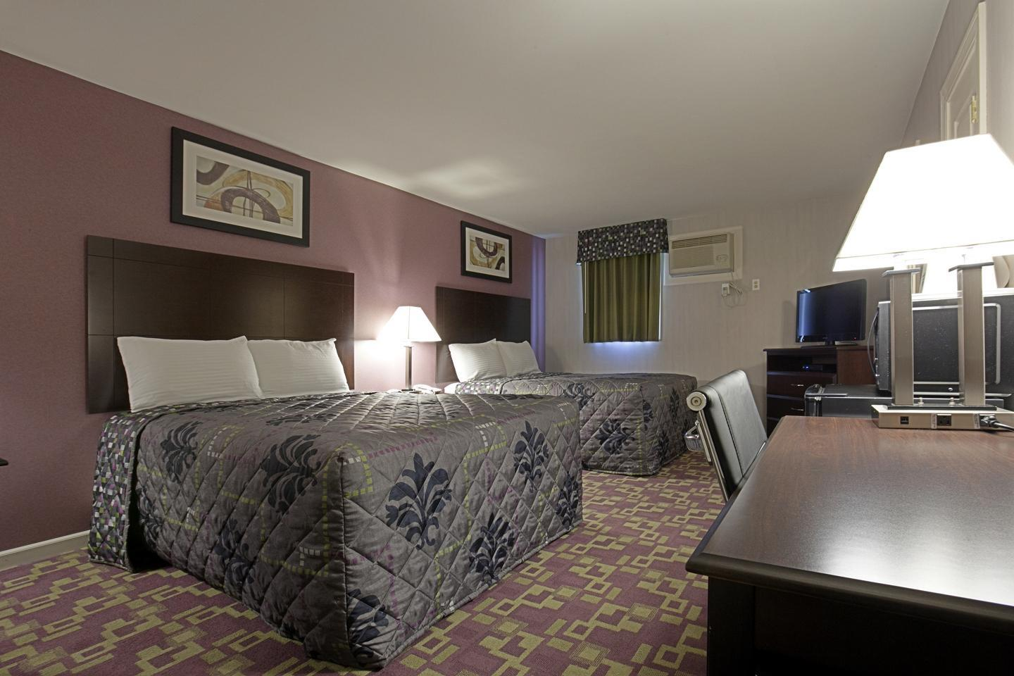 Room - Americas Best Value Inn Holyoke