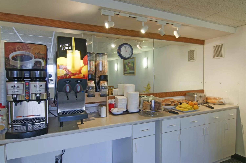 Restaurant - Americas Best Value Inn & Suites Hyannis