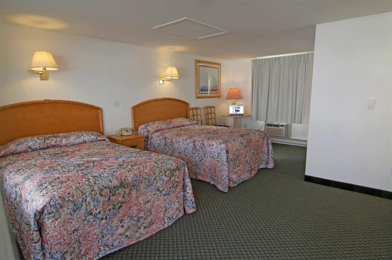 Room - Americas Best Value Inn & Suites Hyannis