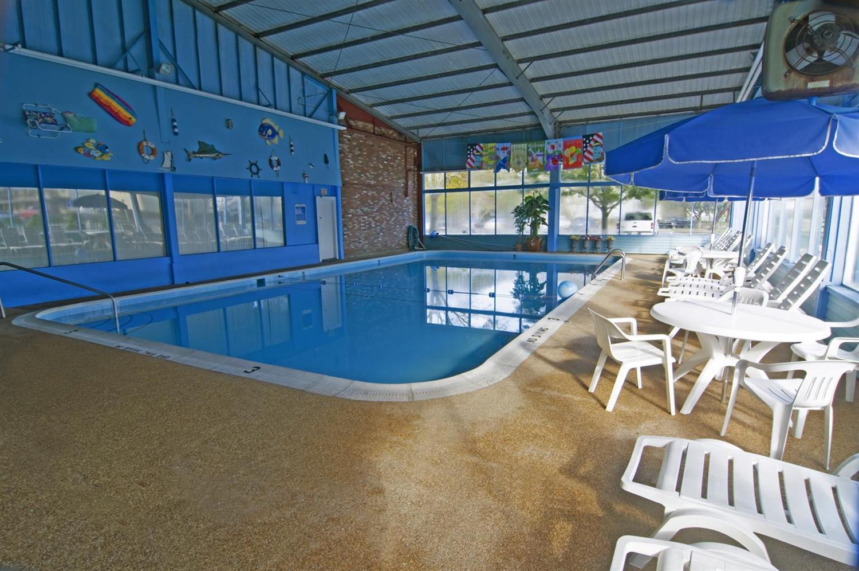 Pool - Americas Best Value Inn & Suites Hyannis