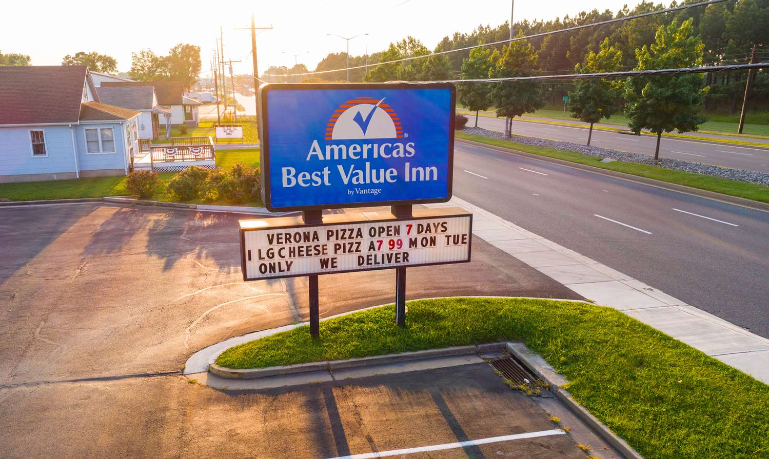Exterior view - Americas Best Value Inn Cambridge