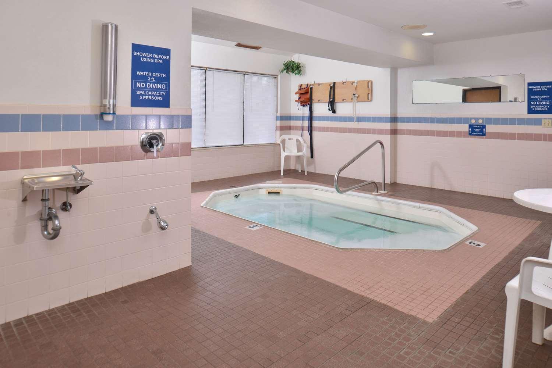 Pool - Americas Best Value Inn Birch Run