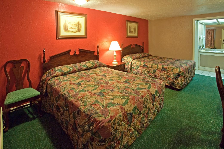 Room - Americas Best Value Inn Lansing