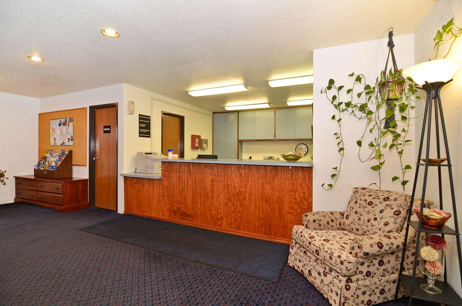 Lobby - Americas Best Value Inn Sault Ste Marie