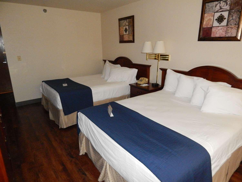Room - Americas Best Value Inn Sault Ste Marie