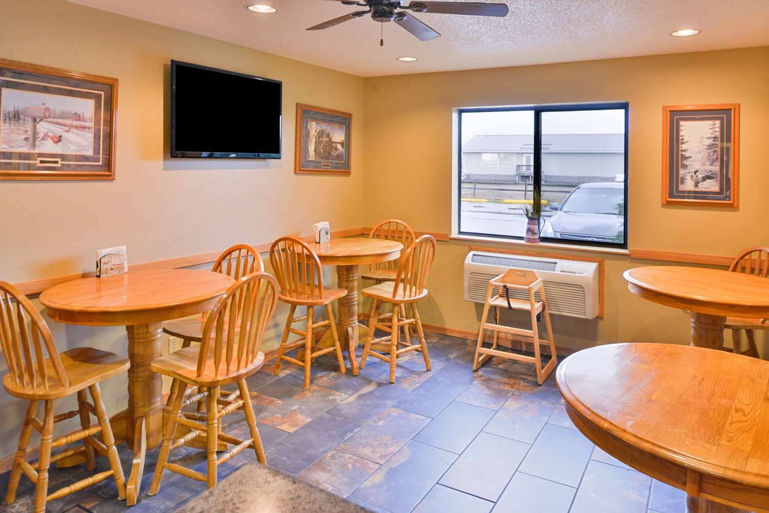 Restaurant - Americas Best Value Inn & Suites International Falls