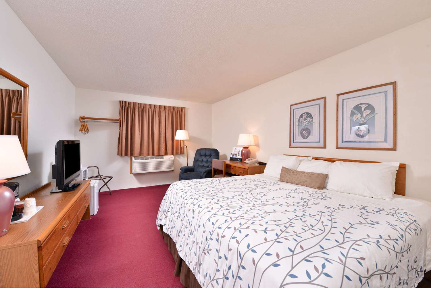 Room - Americas Best Value Inn & Suites International Falls
