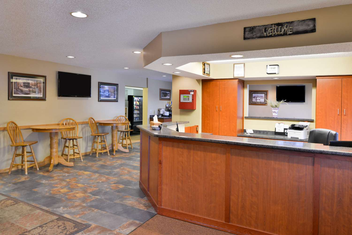 Lobby - Americas Best Value Inn & Suites International Falls