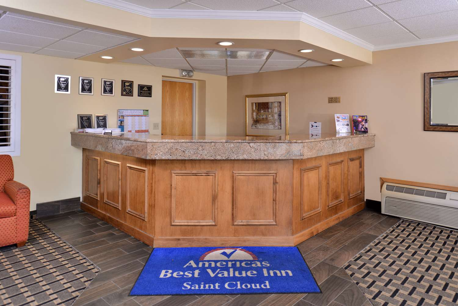 Lobby - Americas Best Value Inn & Suites St. Cloud