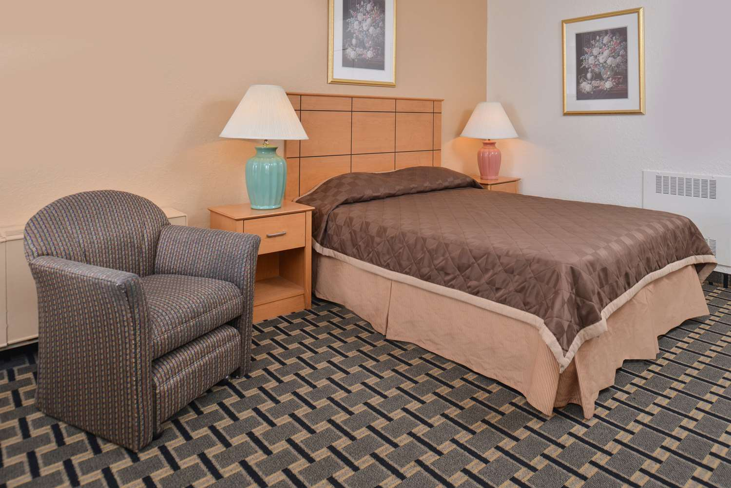 Room - Americas Best Value Inn & Suites St. Cloud