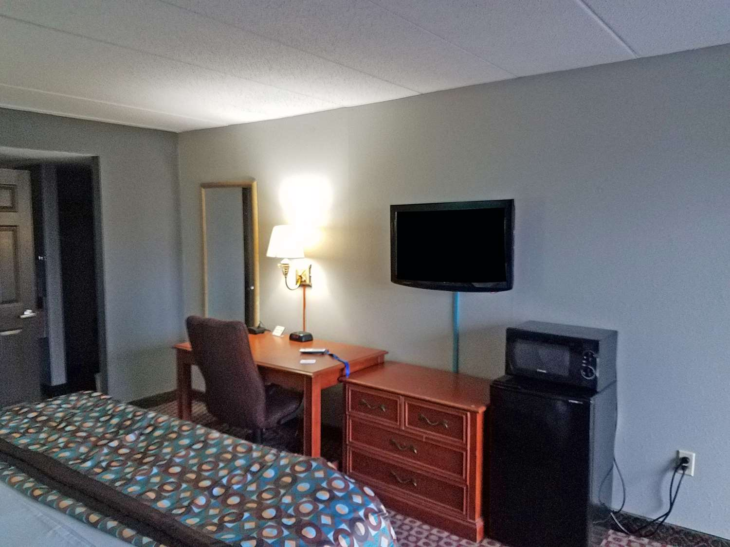 Room - Americas Best Value Inn Downtown St Louis