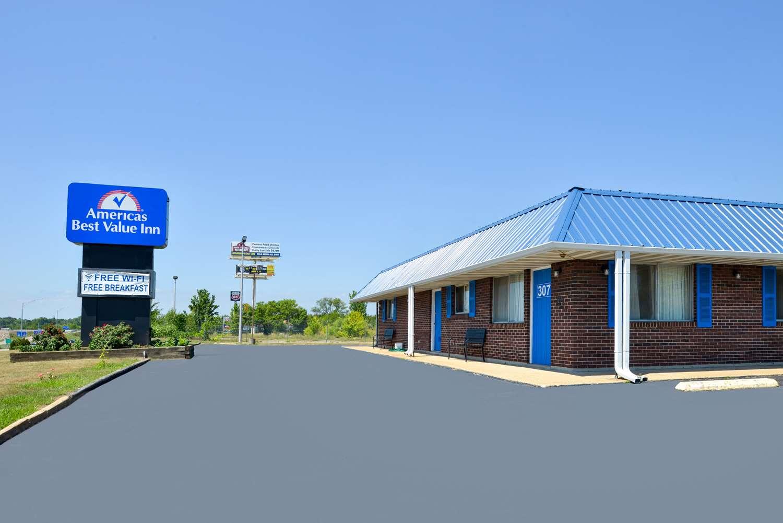 Exterior view - Americas Best Value Inn Sullivan