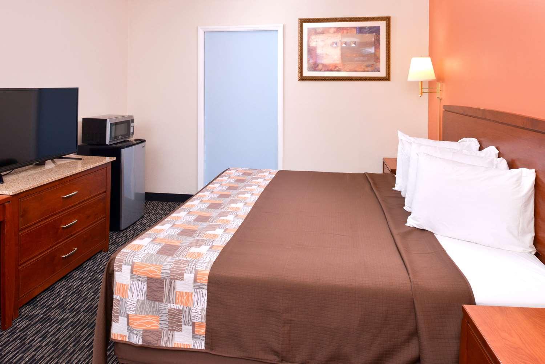 Room - Americas Best Value Inn Sullivan