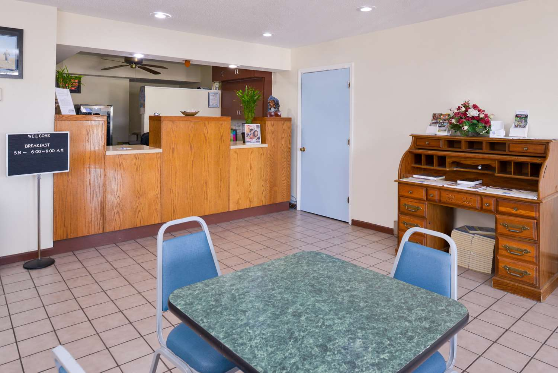 Restaurant - Americas Best Value Inn Sullivan