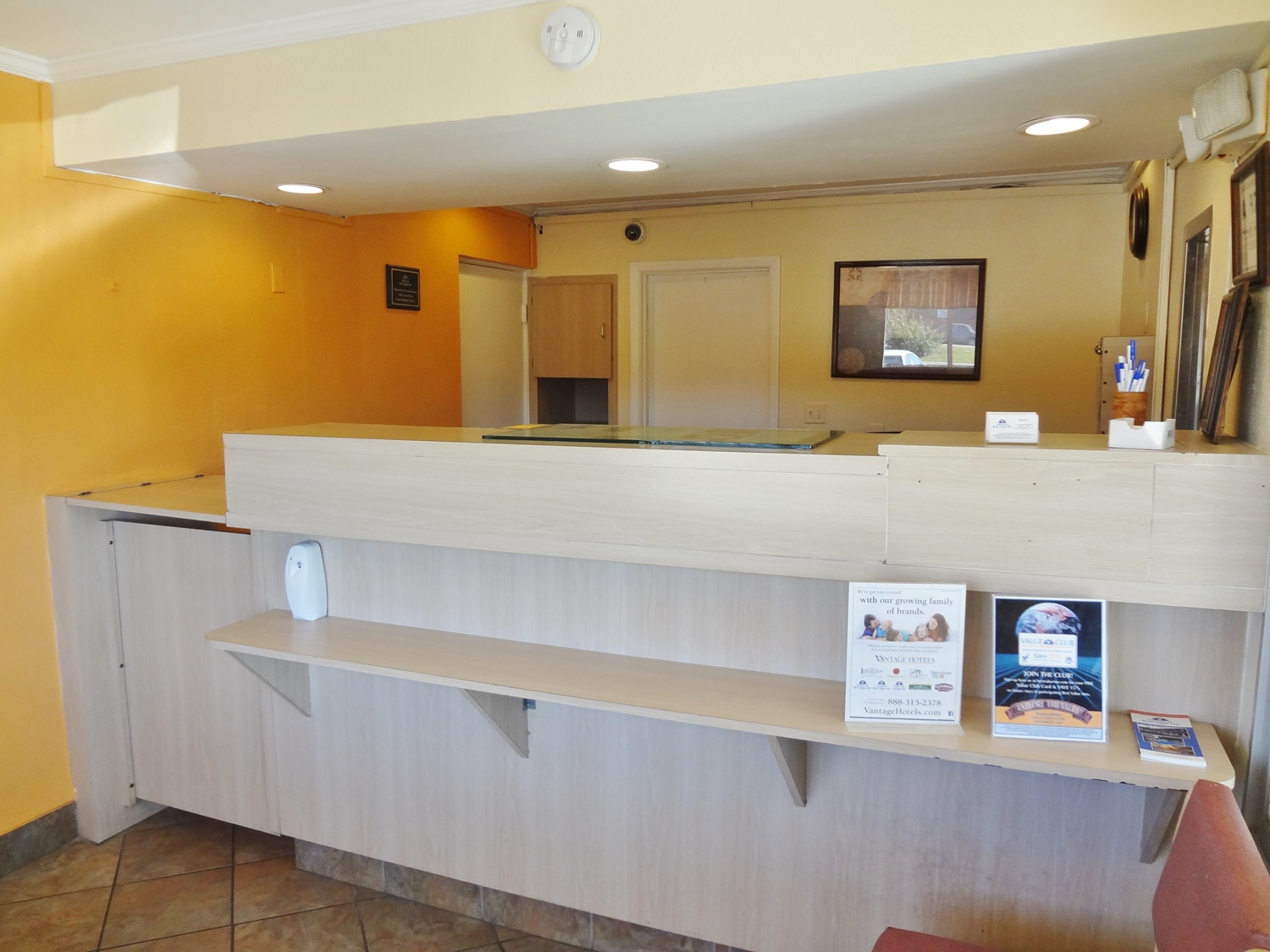 Cheap Hotels Smoking Rooms Near Me