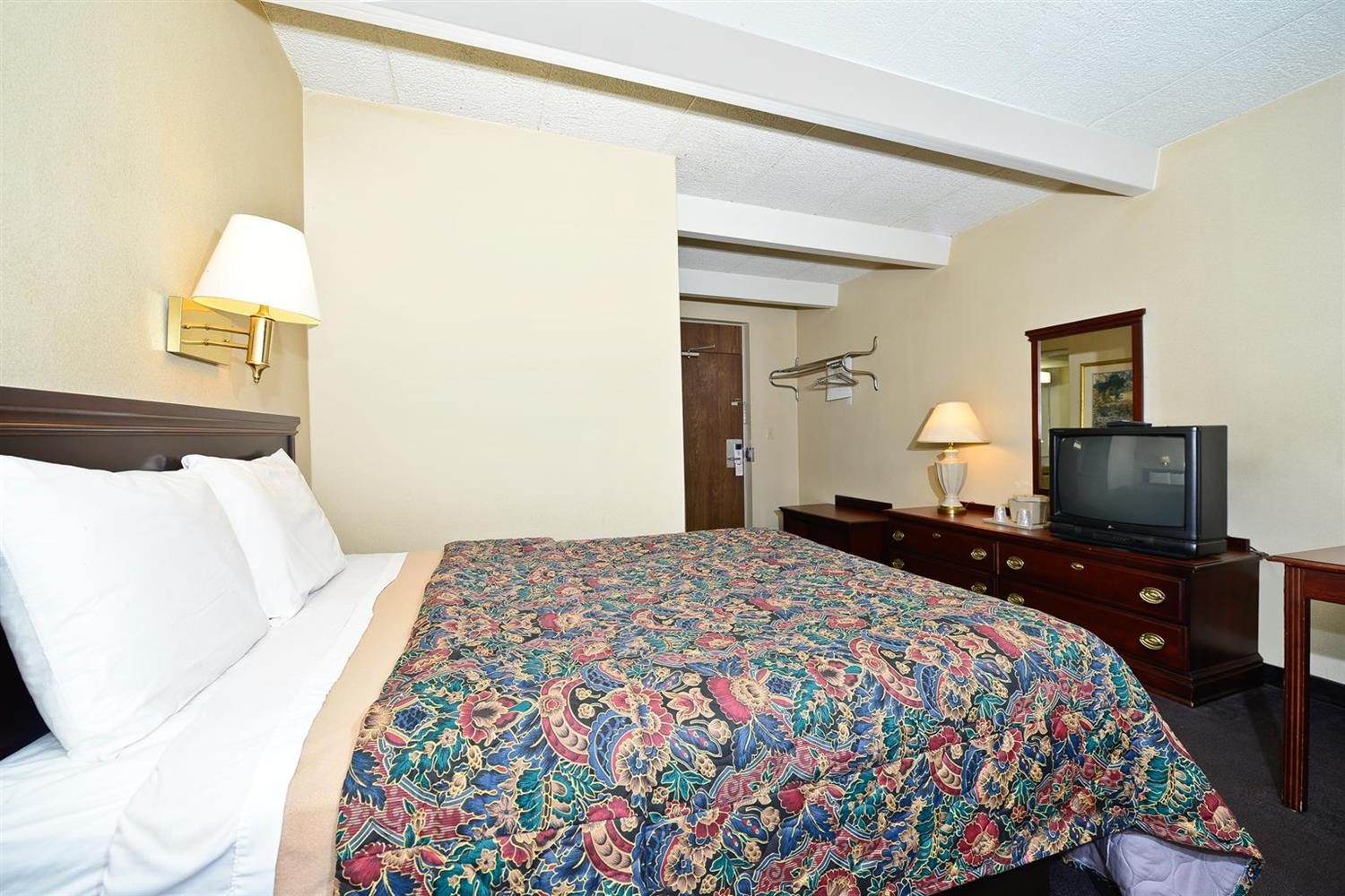 Room - Americas Best Value Inn Phillipsburg