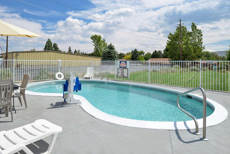 Pool - Americas Best Value Inn Carson City