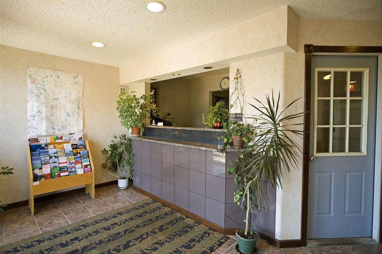 Lobby - Americas Best Value Inn East Greenbush