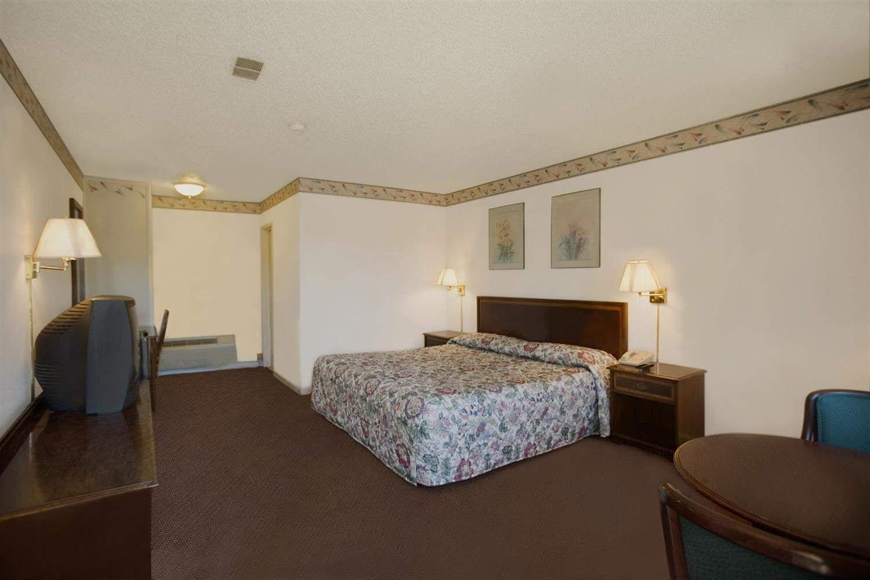 Room - Americas Best Value Inn East Greenbush