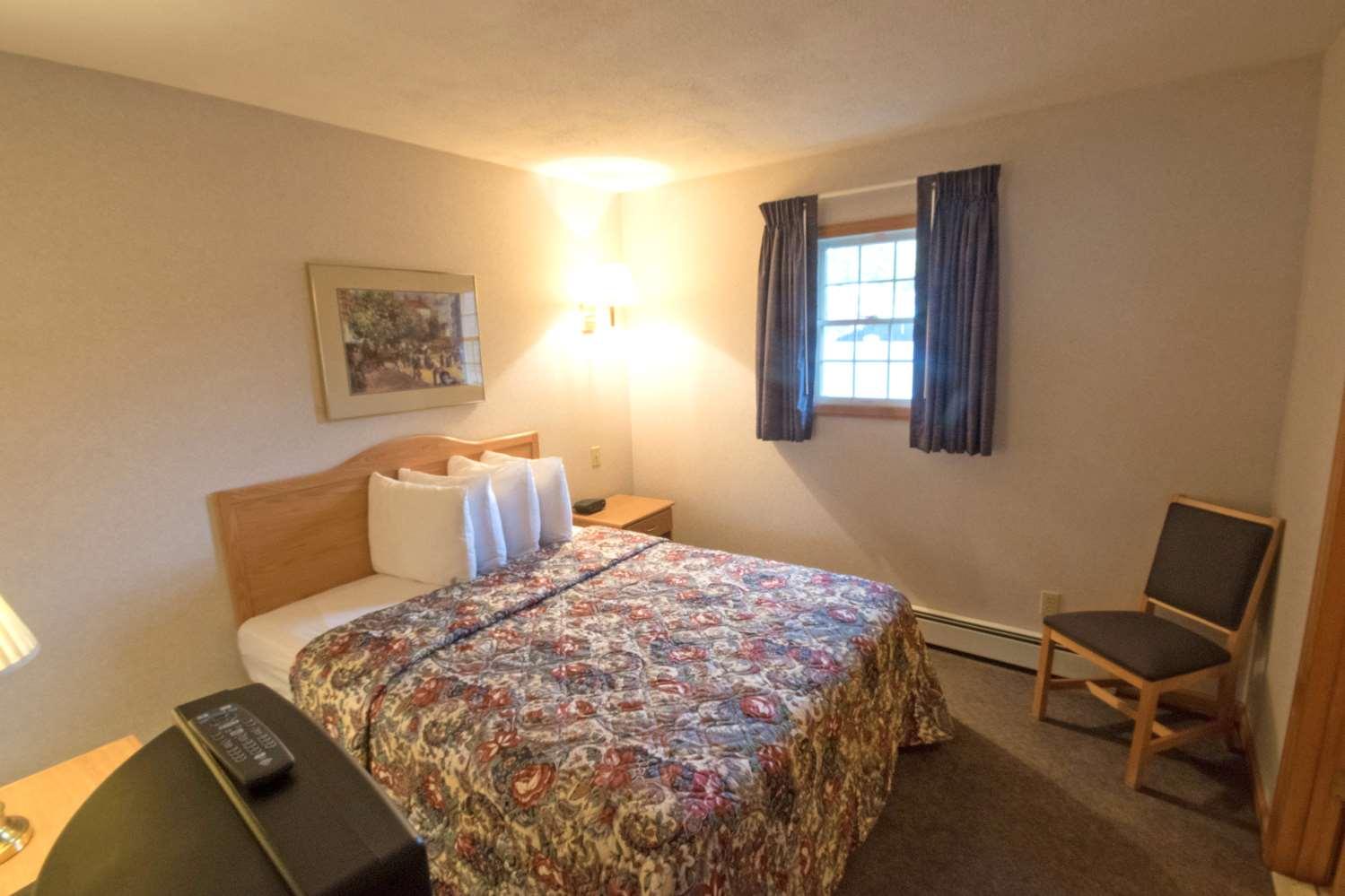 Room - Americas Best Value Inn Lake George