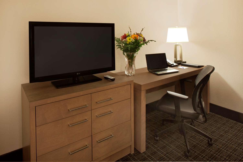 Room - Canadas Best Value Inn Toronto