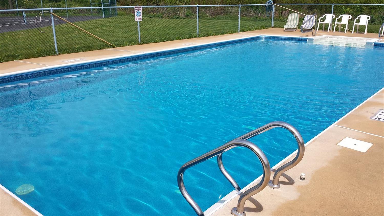 Pool - Americas Best Value Inn Palmyra