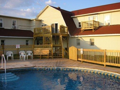 Pool - Canadas Best Value Inn & Suites Summerside