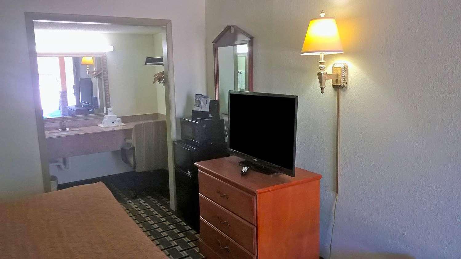 Room - Americas Best Value Inn Anderson