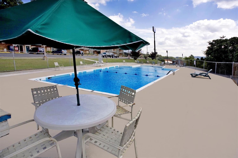 Pool - Americas Best Value Inn Cookeville