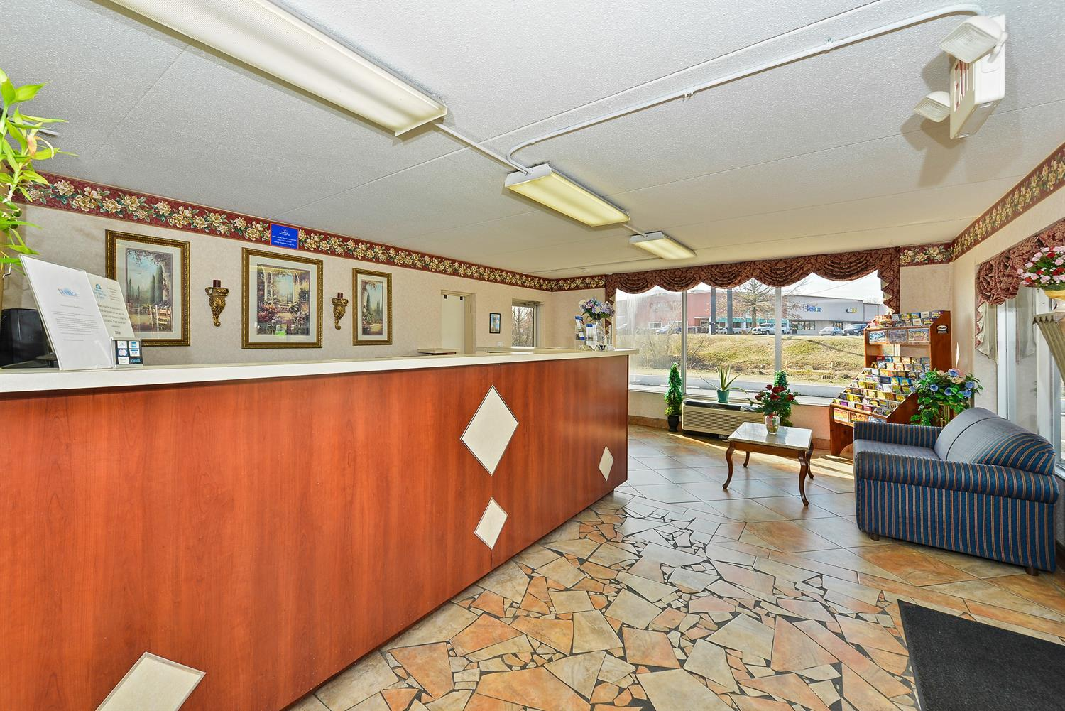 Lobby - Americas Best Value Inn & Suites Knoxville
