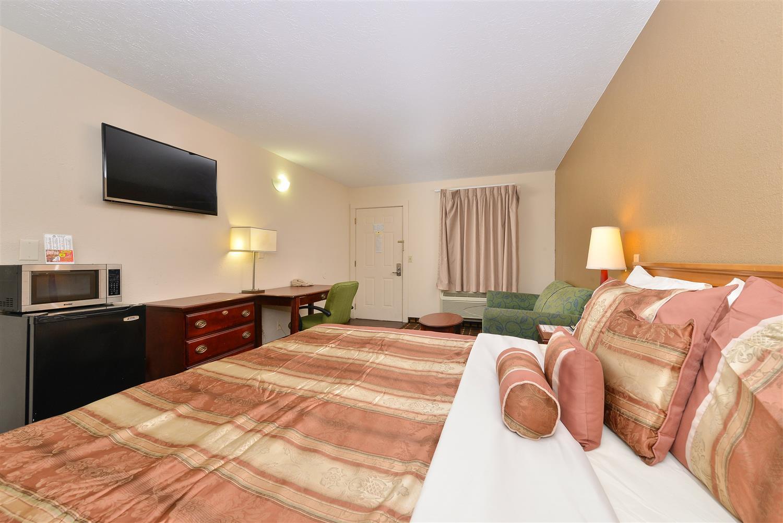 Suite - Americas Best Value Inn Central Nashville