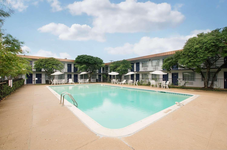 Pool - Americas Best Value Inn Hurst