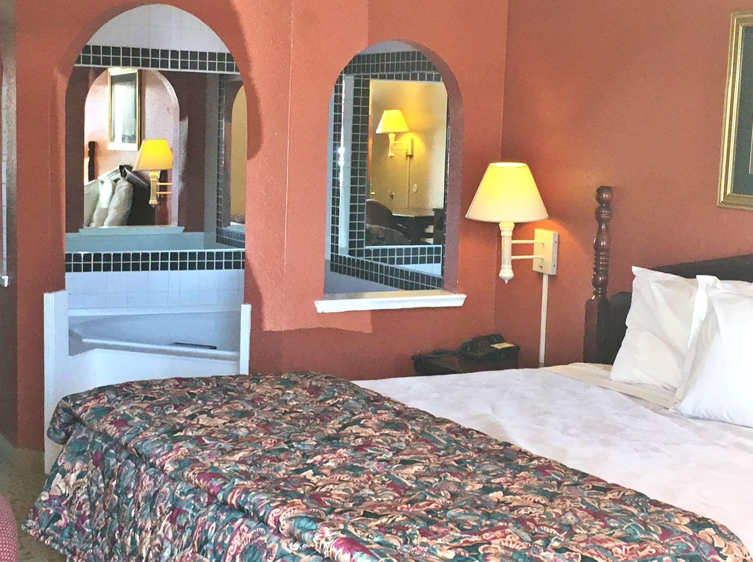 Room - Americas Best Value Inn South Longview