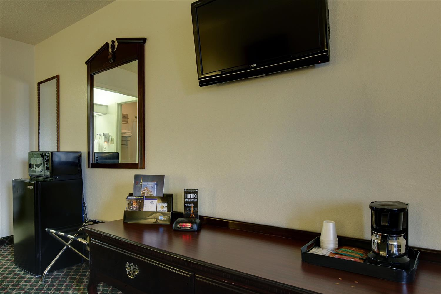 Amenities - Americas Best Value Inn Paris