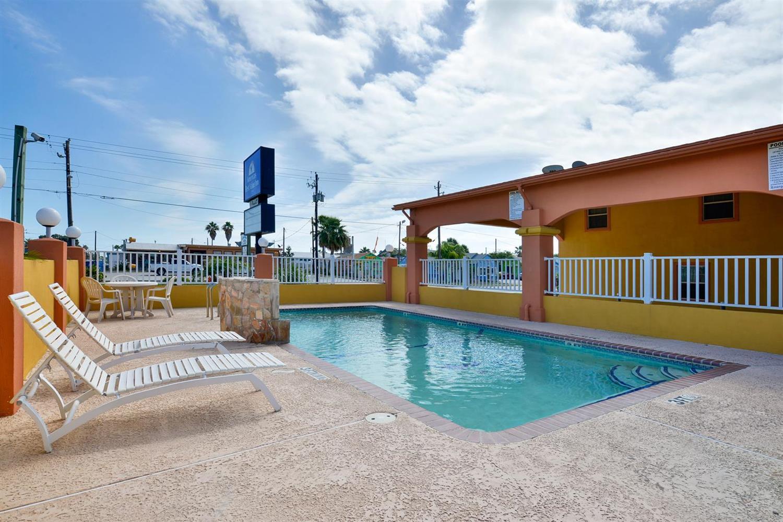 Pool - Americas Best Value Inn Port Aransas