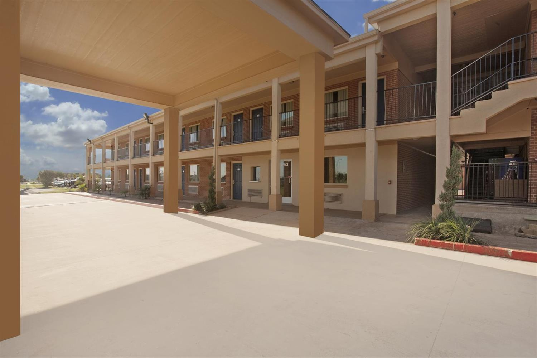 Exterior view - Americas Best Value Inn Waco