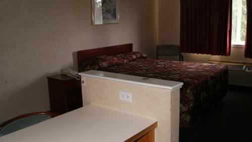 Suite - Americas Best Value Inn Edmonds