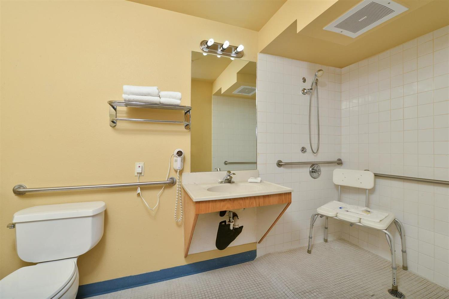 Room - Americas Best Value Inn Lakewood