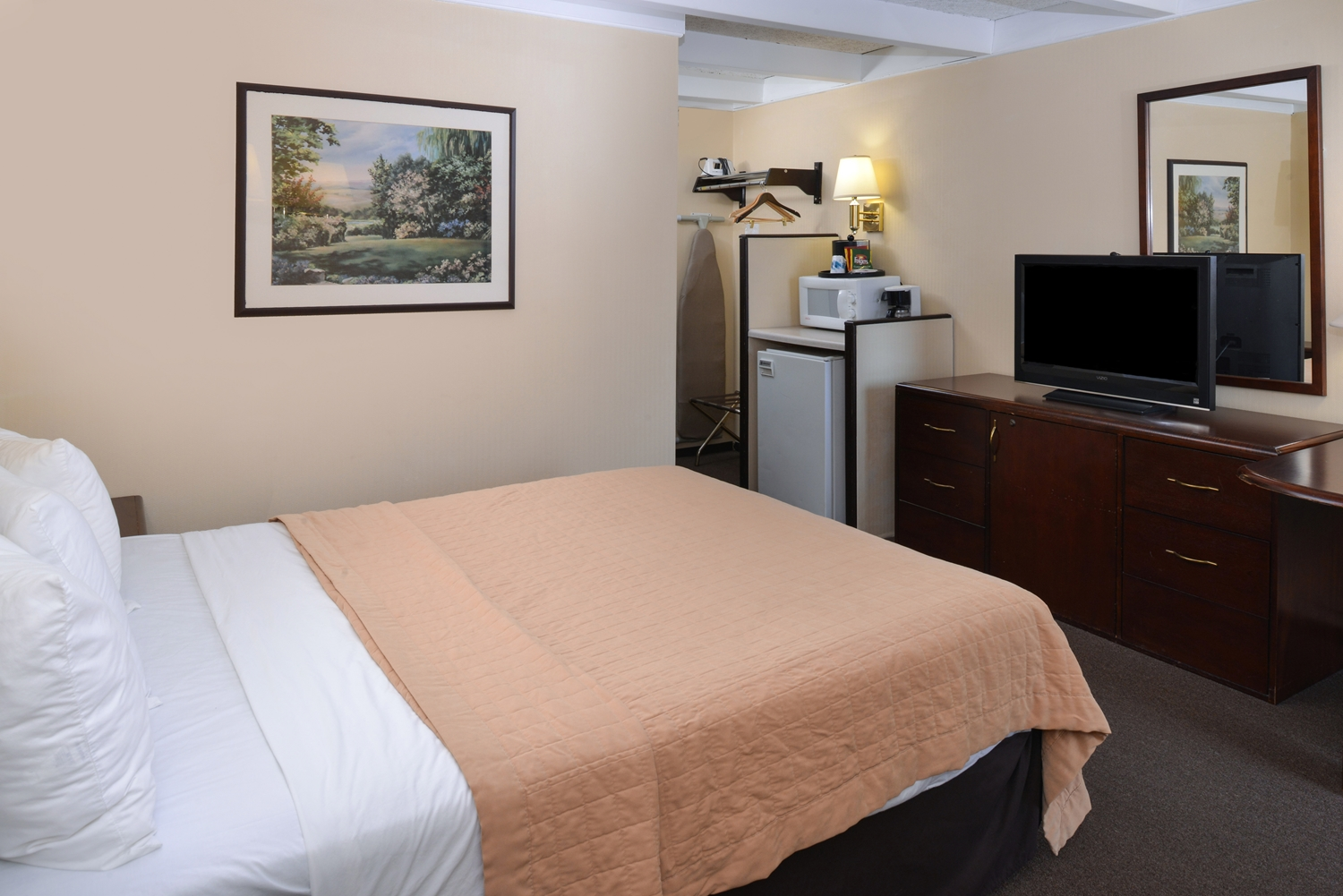 Room - Americas Best Value Inn Eau Claire