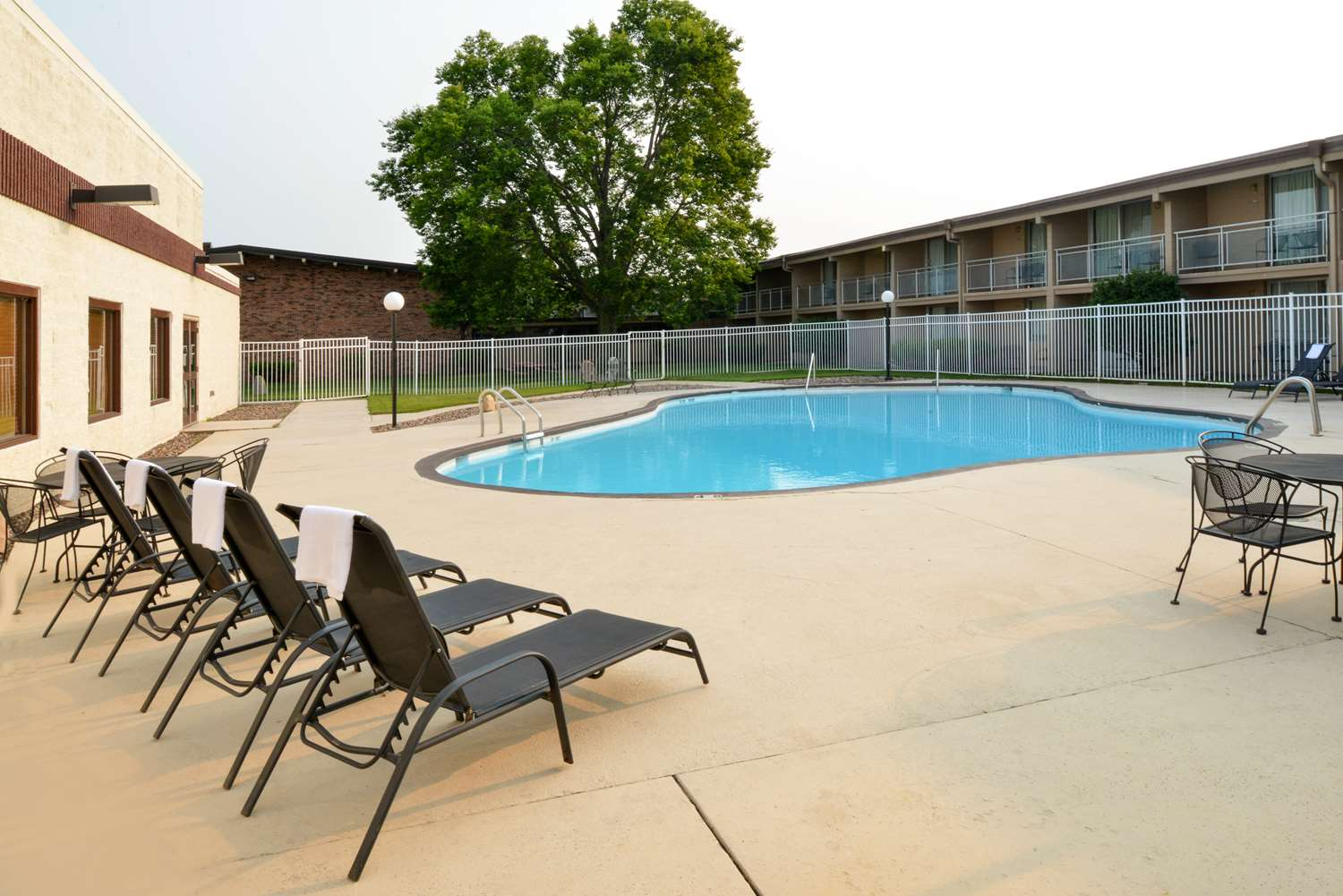 Pool - Americas Best Value Inn Eau Claire