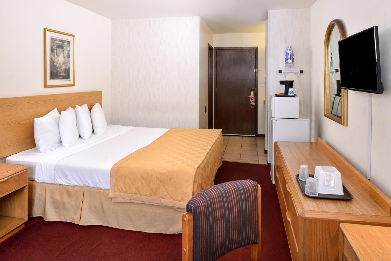 Room - Americas Best Value Inn La Crosse