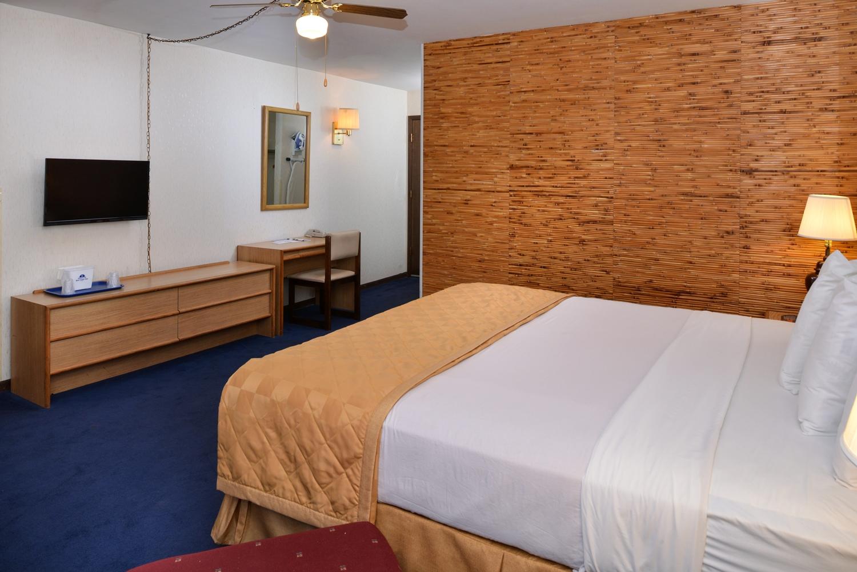 Suite - Americas Best Value Inn La Crosse
