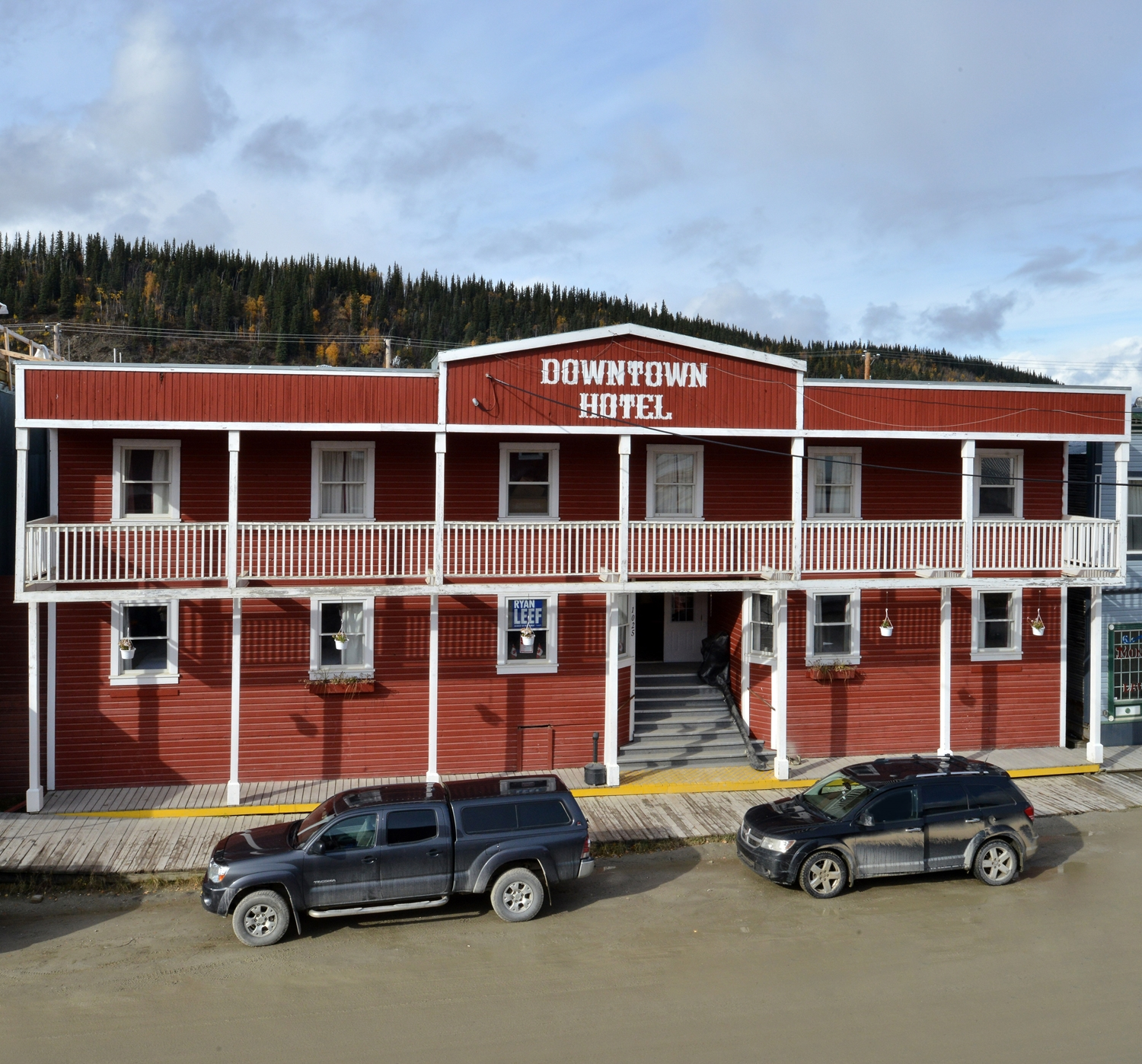 Exterior view - Canadas Best Value Inn - Downtown Hotel Dawson City