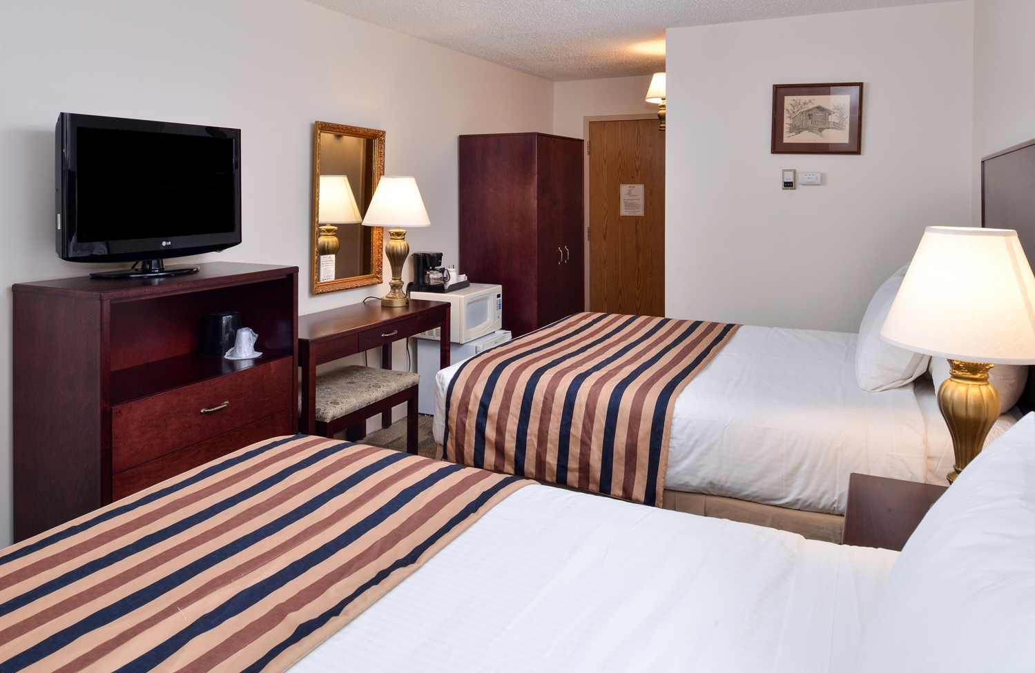 Room - Canadas Best Value Inn - Downtown Hotel Dawson City