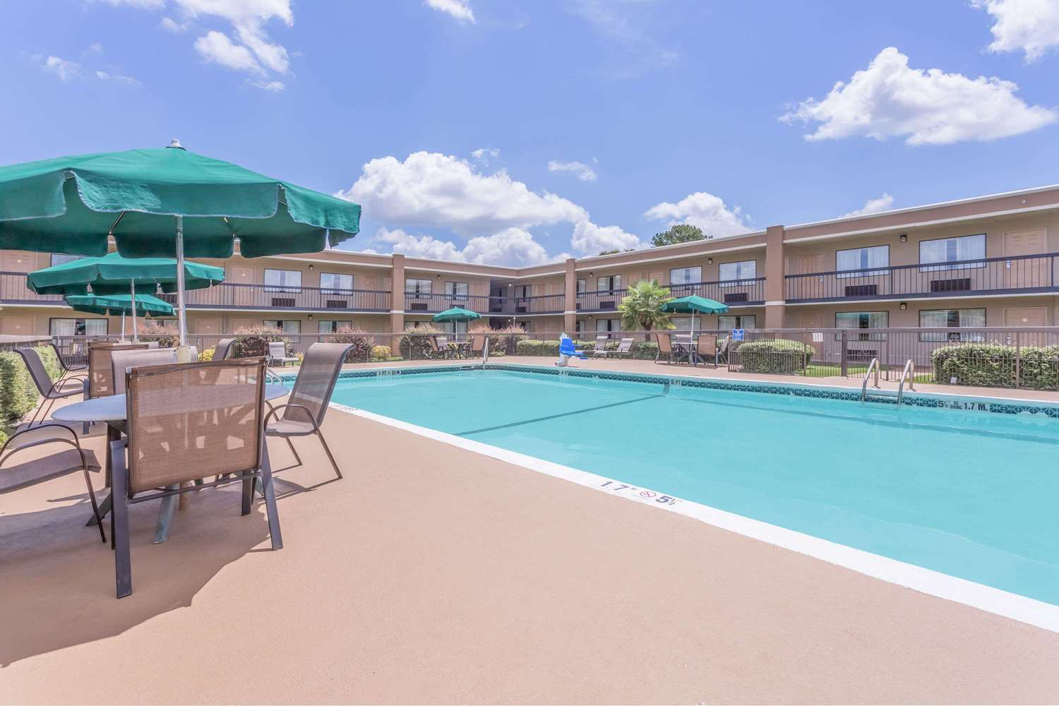 Pool - Ramada Hotel Macon