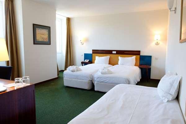 Hotel GOLDEN TULIP BRAGA - Standard Triple Room