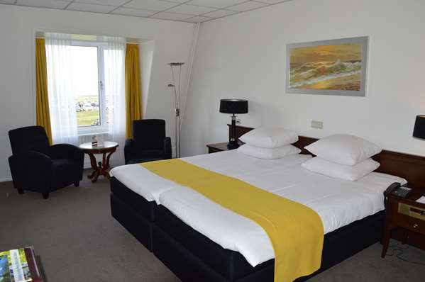 View of the hotel Terneuzen GOLDEN TULIP L ESCAUT. The hotel includes the following equipment: Air condition available, Garage / covered parking available for a fee, Parking, Public area free wifi.