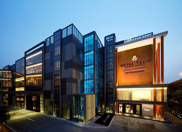 View of the hotel Guangzhou ROYAL TULIP CARAT GUANGZHOU. The hotel includes the following equipment: Parking available for a fee, Garage / covered parking available for a fee, Air condition available, Secure parking, Public area free wifi.